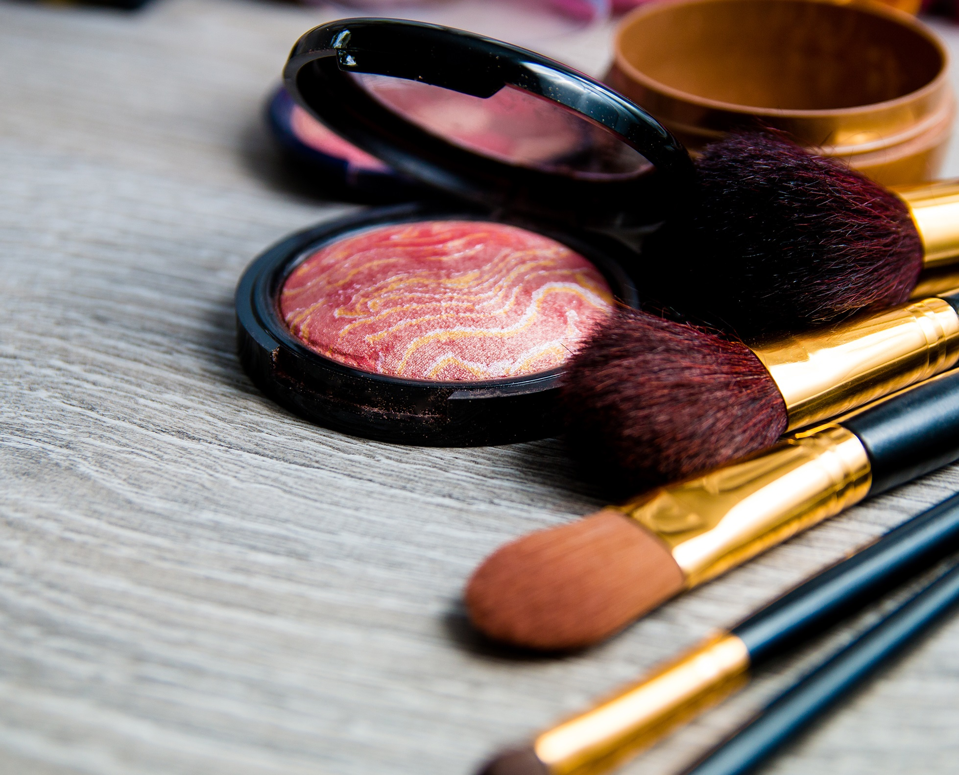 COLOR COSMETIC